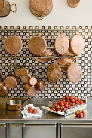 10-ways-to-use-copper-via-fieldstonehill-hanging-pots-tile